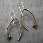 Balance Earrings Garnet